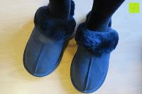 anziehen: BOnova® Helsinki - Warme und kuschelige Hausschuhe aus echtem Lammfell in 5 Farben für Damen