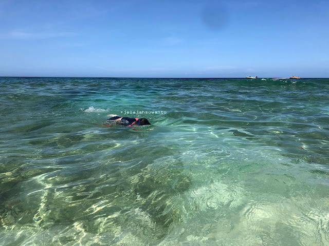 berenang di Pantai Pal Marinsow, Likupang Timur  | ©jelajahsuwanto