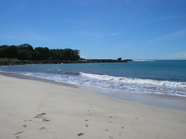 Suasana Ombak di Pantai Santolo garut