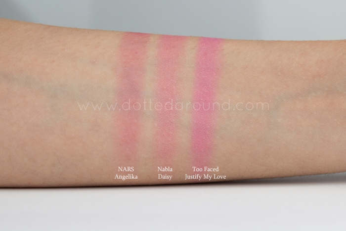 Nabla daisy swatch blush