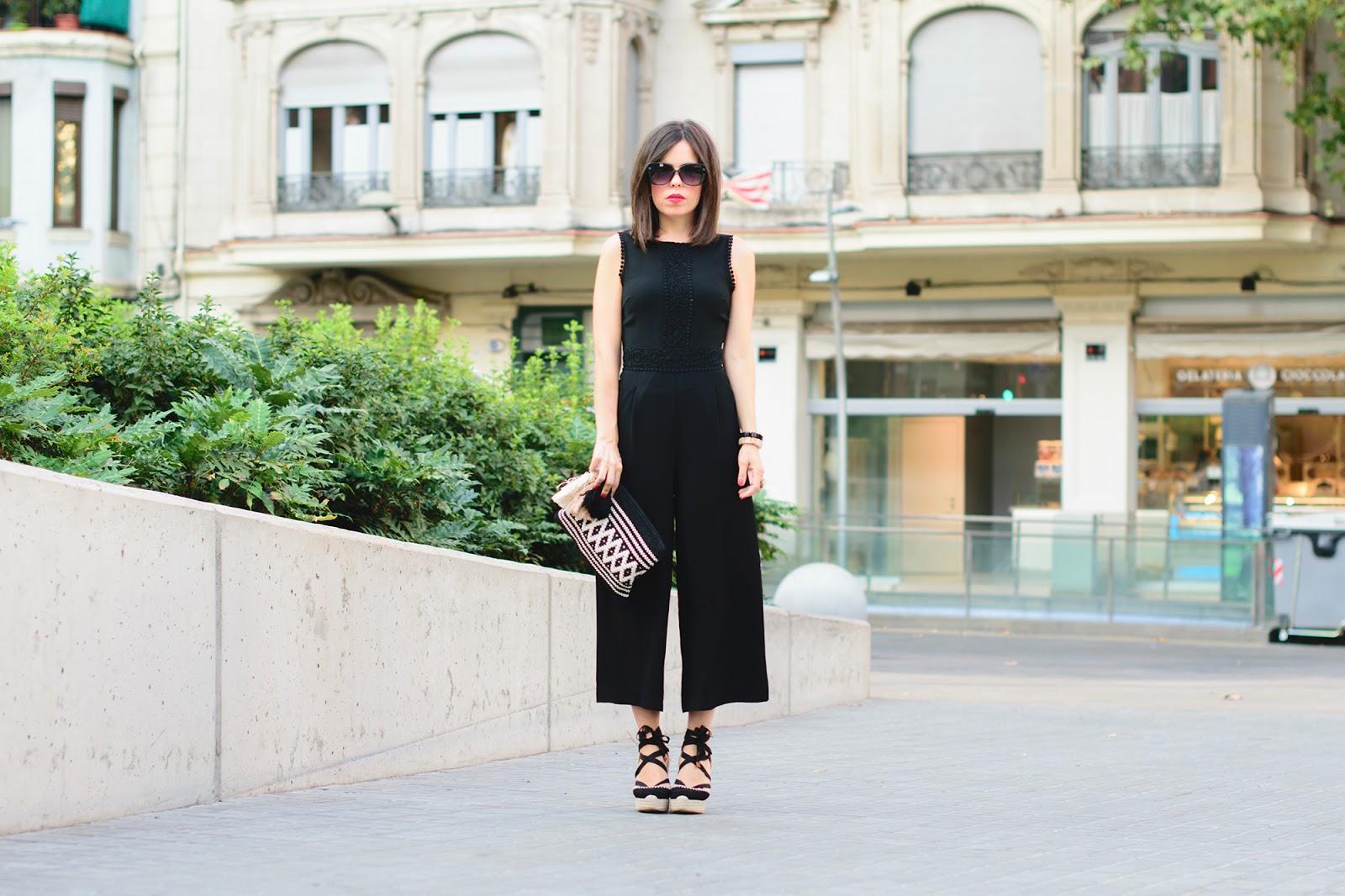 look con jumpsuit o mono negro de Zara