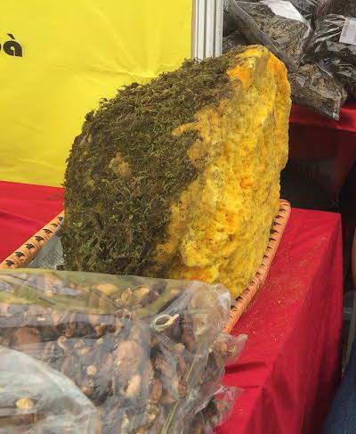 Mật ong hóa thạnh trăm năm