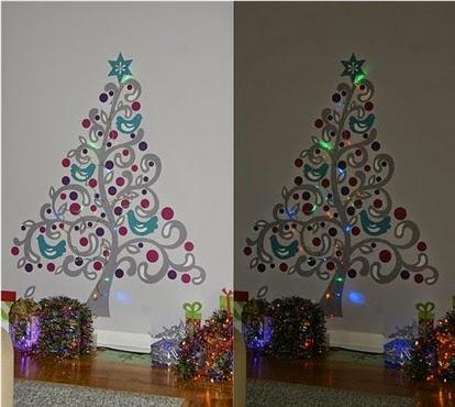 A mi manera decorar paredes en navidad de forma bonita for Articulos de decoracion para navidad