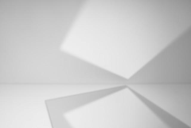 Kompozycja abstrakcyjna. Suprematyzm. Fotografia odklejona czarno-biała. fot. Łukasz Cyrus