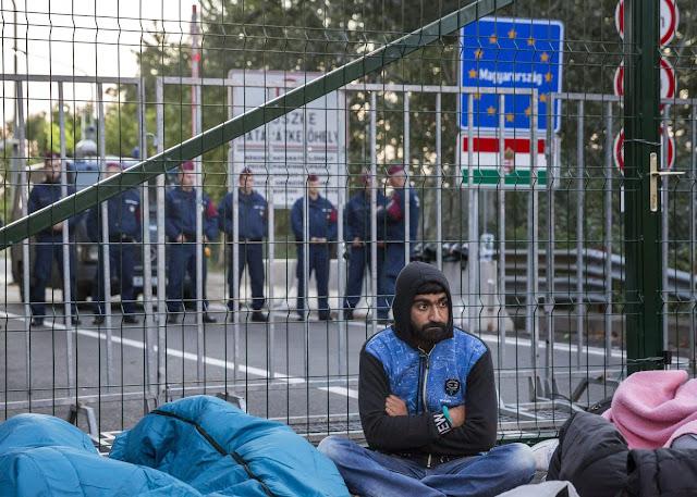 Το θέατρο του παραλόγου με το προσφυγικό