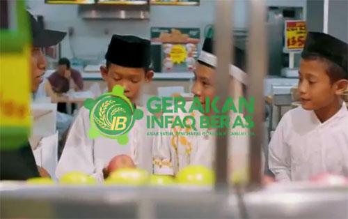 BAHAGIA : Tanggal 23 Februari 2018 yang lalu Yayasan Baitulmaal Munzalan Indonesia (BMI) bekerja sama dengan Pondok Modern Mustahil Miskin Ashabul Yamin (PMM-AY) Pontianak mengantar para  santri yatim piatu dan para Penghafal Al-quran dari Pondok Nurul Jadid Kumpai di Kalimantan Barat bisa merasakan nikmatnya berbelanja (shopping) di Mall Transmart Kubu Raya.  Foto Baitulmaal Munzalan Indonesia-PMMAY