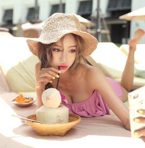 Korean Model Son Ju Hee in Fashion Set September 2017