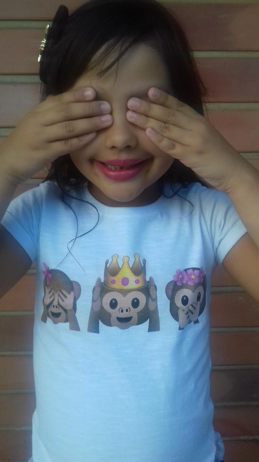 baee177d7 Blog da Lilian Brito  Estampa de emojis também na moda infantil 🙈🙉🙊💖