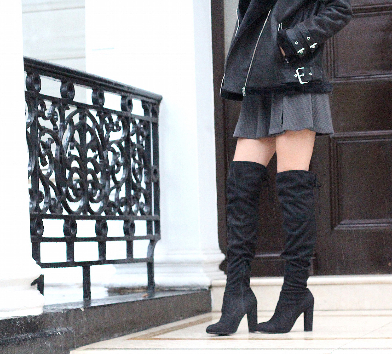 peexo fashion blogger wearing over the knee chockers boots