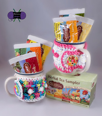 http://www.ravelry.com/patterns/library/snowbobbles-mug-cozy