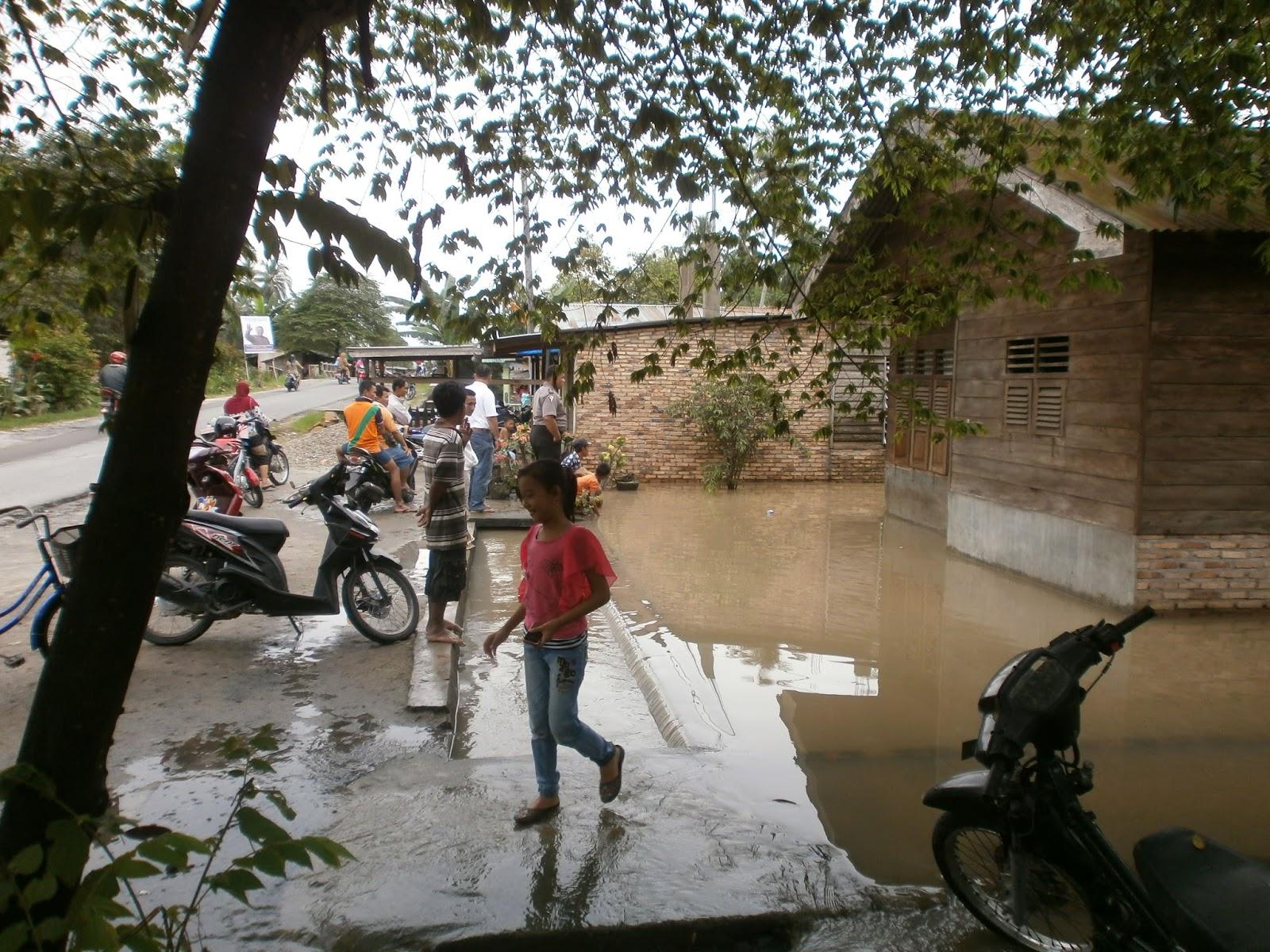 Banjir yang merendam pemukiman warga di Asahan