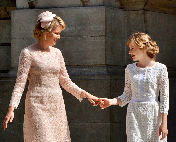 Royal House of Belgium published a new photo showing Queen Mathilde and her daughter Princess Elisabeth together. Natan Lace Dress