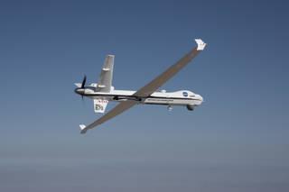 Το τηλεκατευθυνόμενο αεροσκάφος Ikhana, με έδρα το ερευνητικό κέντρο Armstrong, πέταξε για την πρώτη του αποστολή σε δημόσιο εναέριο χώρο χωρίς συνοδευτικό αεροσκάφος ασφάλειας.