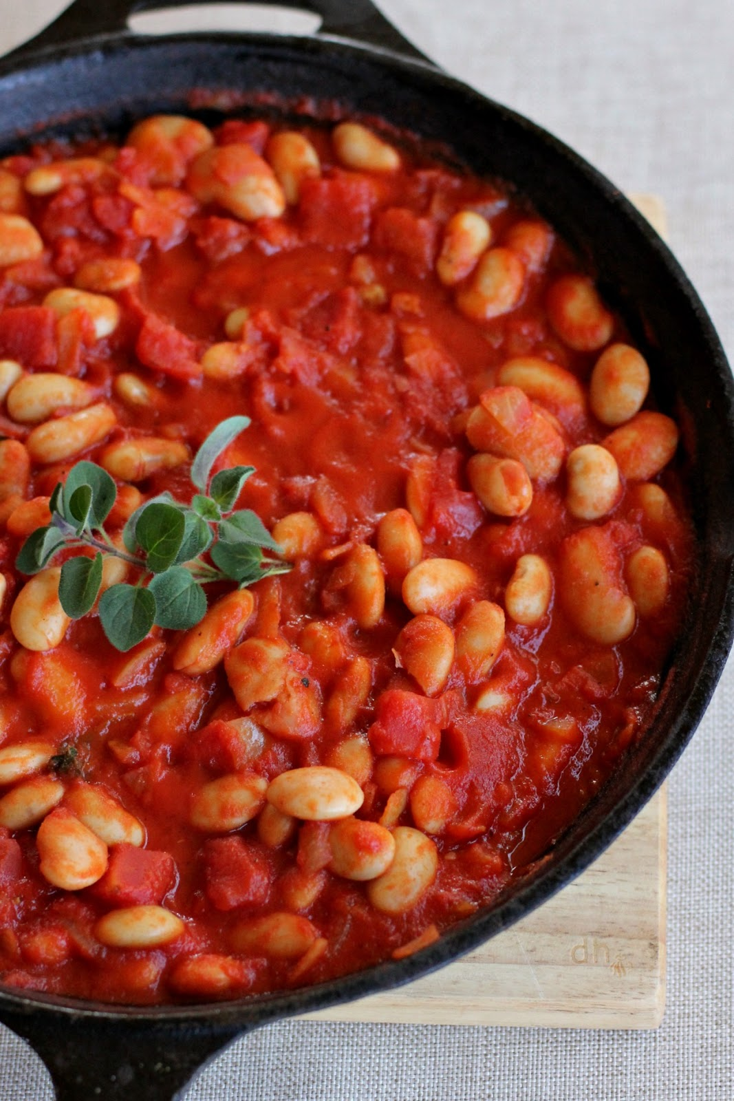 "Recipe: Stove-top ""Baked Beans"" in Tomato Sauce / Say Little Hen"