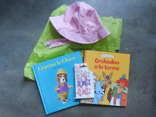 Joyeux anniversaire ! - Idées cadeaux pour une petite fille de 2 ans : Livres Cyprien le Chien et Groloulou à la ferme, barrettes étoiles et chapeau d'été