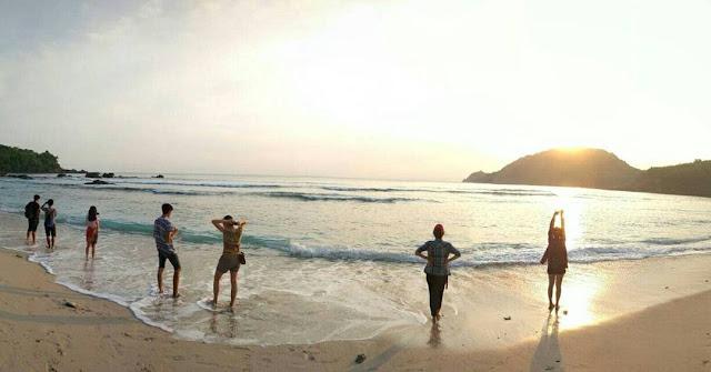 foto pantai wediombo gunung kidul jogja