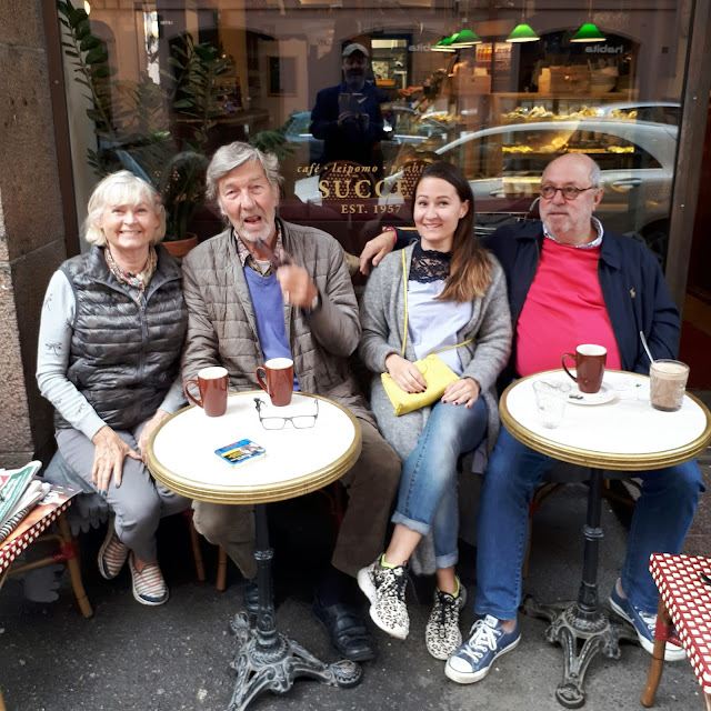 Kanta-asiakkaat Café Succèsin terassilla
