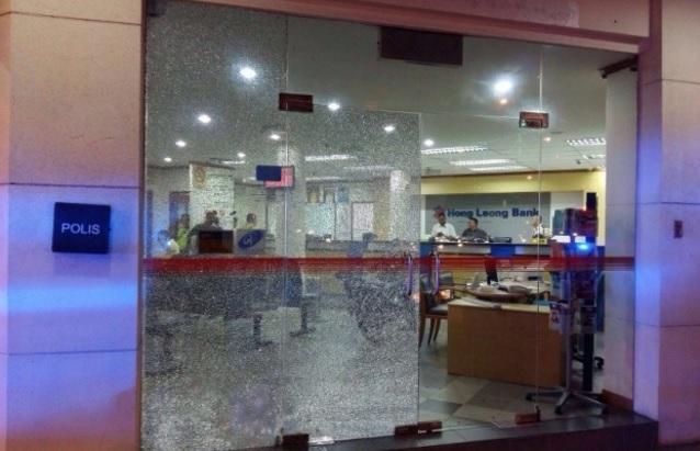Pengawal Keselamatan Bank Tidak Sengaja Lepaskan Tembakan