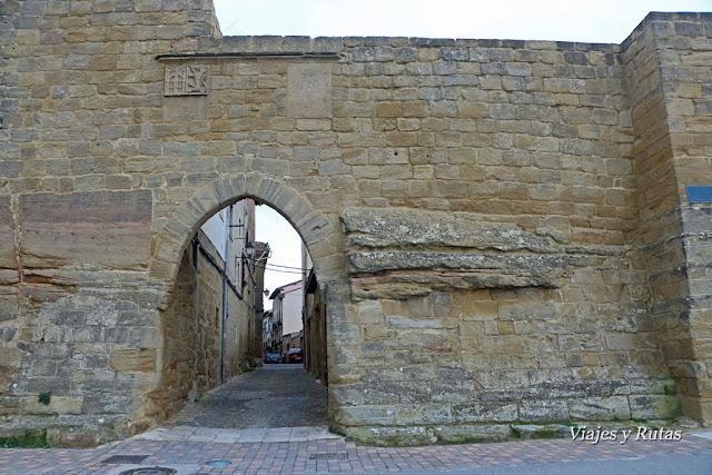 Puerta de la muralla, calle mayor de Briones