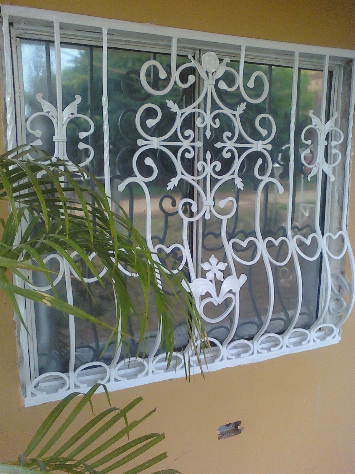 Ideas en hierro forjado rejas y puertas for Puertas y ventanas de hierro antiguas