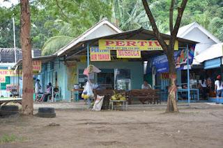 warung murah meriah di pantai ungapan malang warung pertiwi