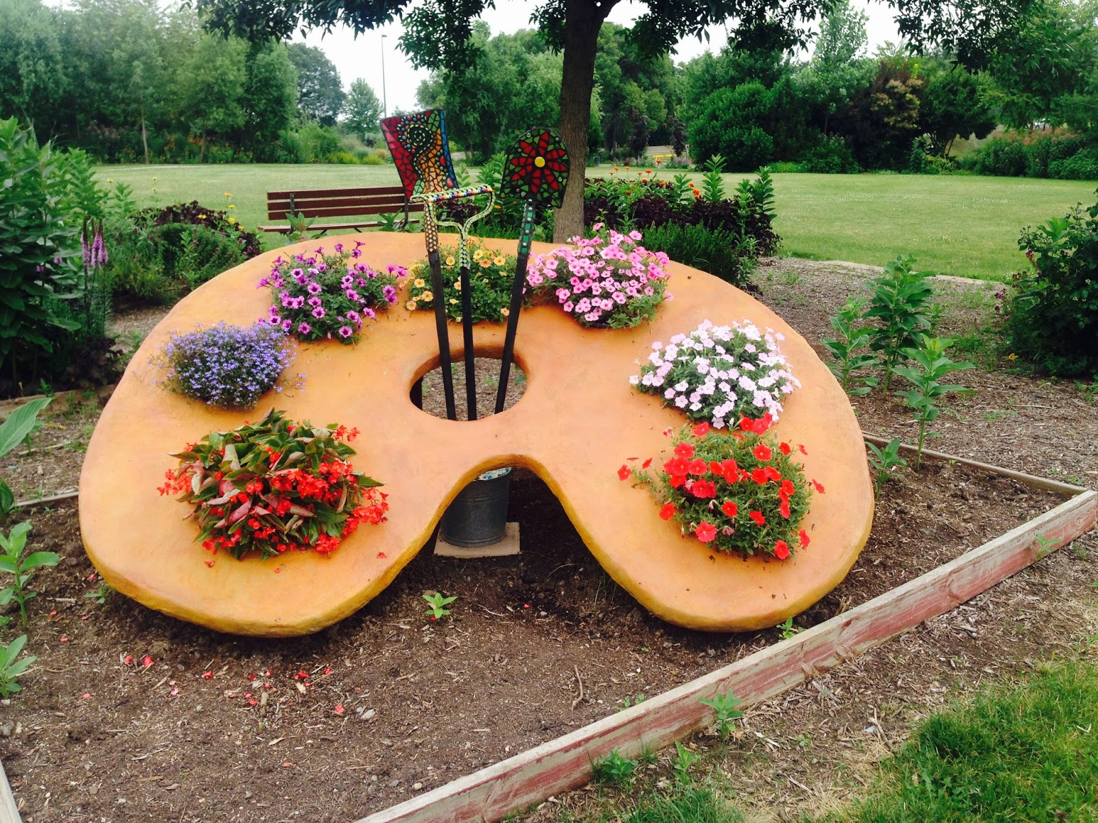 Planting pride with america in bloom art is blooming in for Gardening tools ottawa