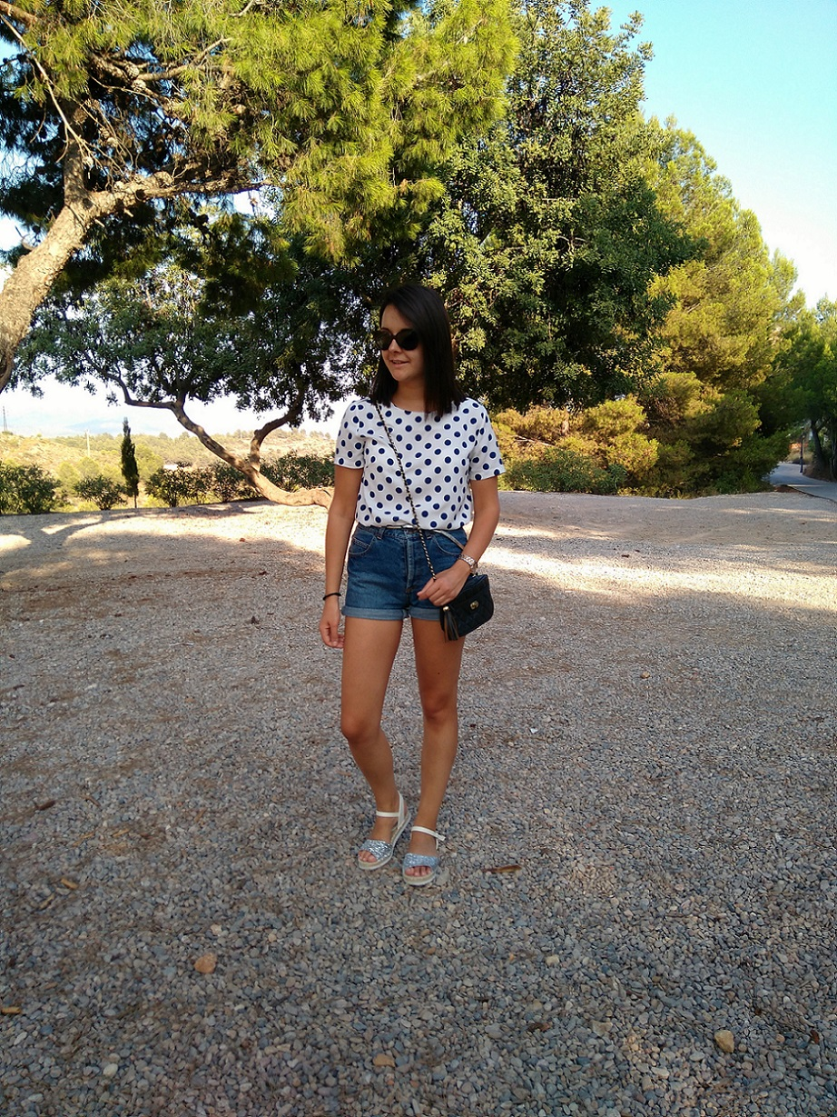 http://zaracabanyes.blogspot.com.es/2016/09/polka-dots-and-denim-look-332.html