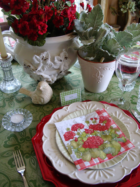 Red and Green Summer Geranium Tablescape