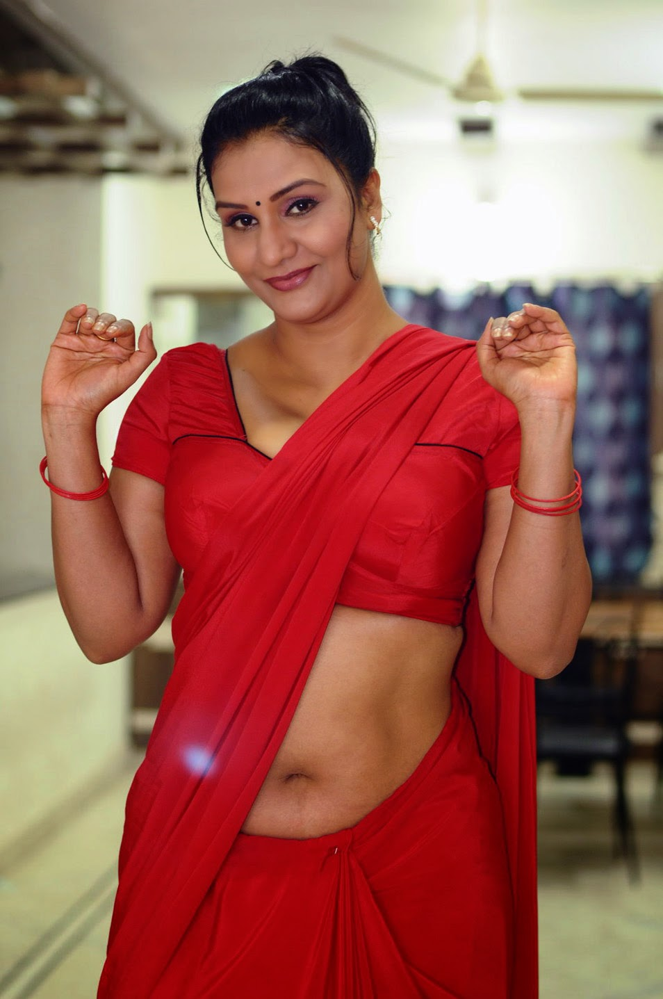 Hot Aunty Showing Spicy Navel  Porn Public-6629