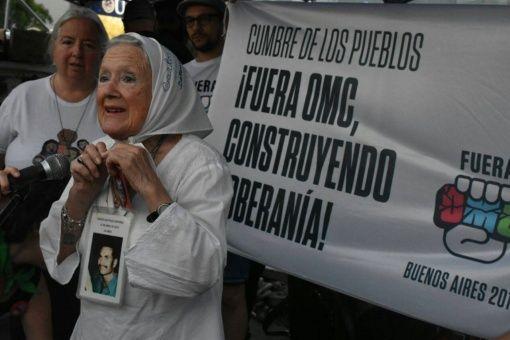 Activistas marchan en Argentina en contra de la OMC