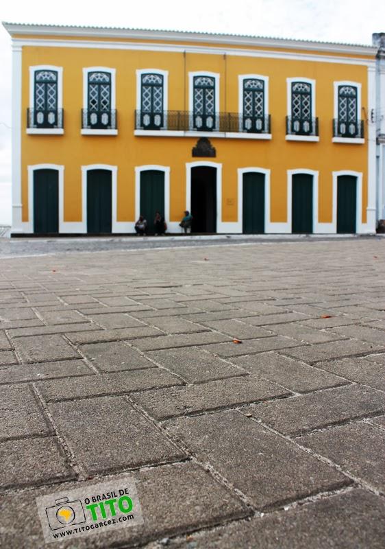 Paço Imperial e calçamento da praça 12 de Abril, em Penedo, Alagoas
