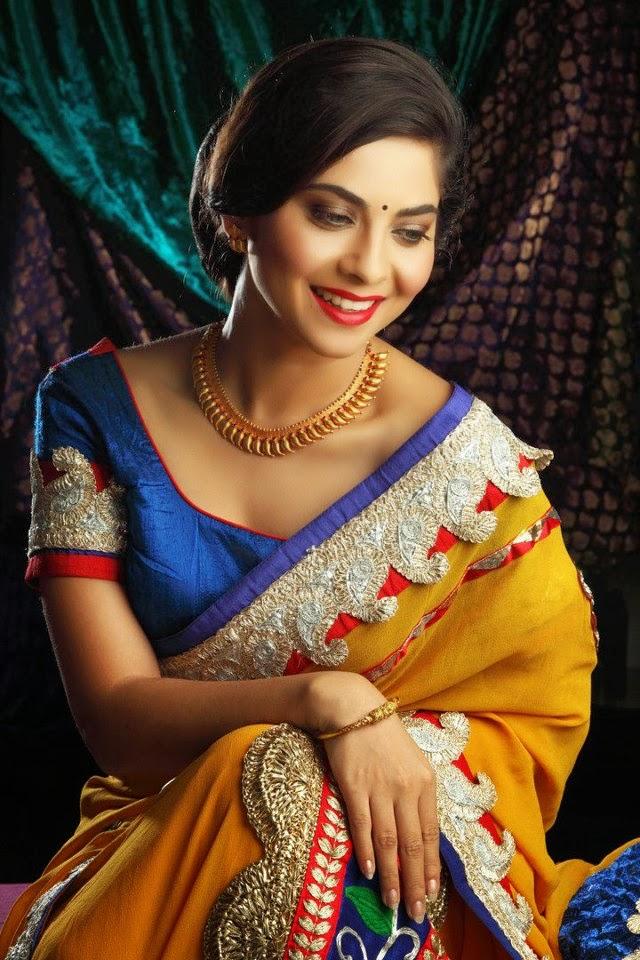 Hot Marathi Actress Sonali Kulkarni Wallpapers, Pictures