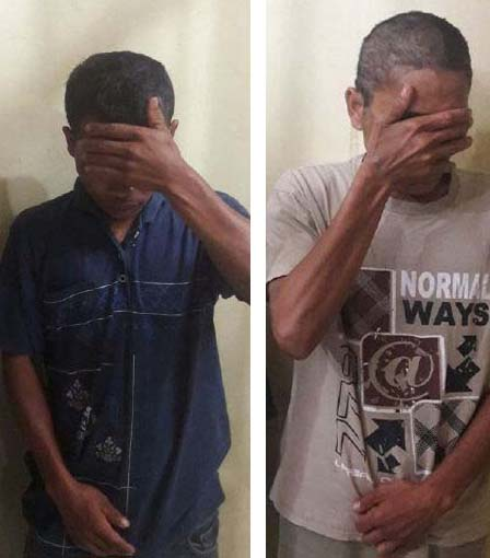 Kedua tersangka pelaku cabul saat di kantor polisi