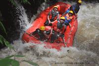 wisata arung jeram bogor sungai kalibaru