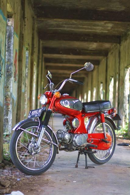 Honda S90 atau  yang lebih dikenal dengan Honda Biji Nangka