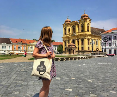 Girl in the main square of Timisoara, in summer.