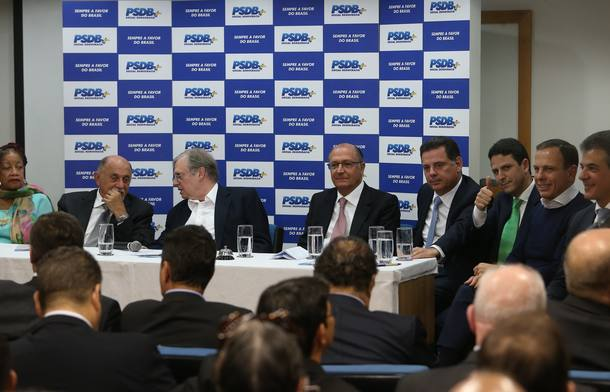 PSDB continua na base aliada de Temer, diz Serra