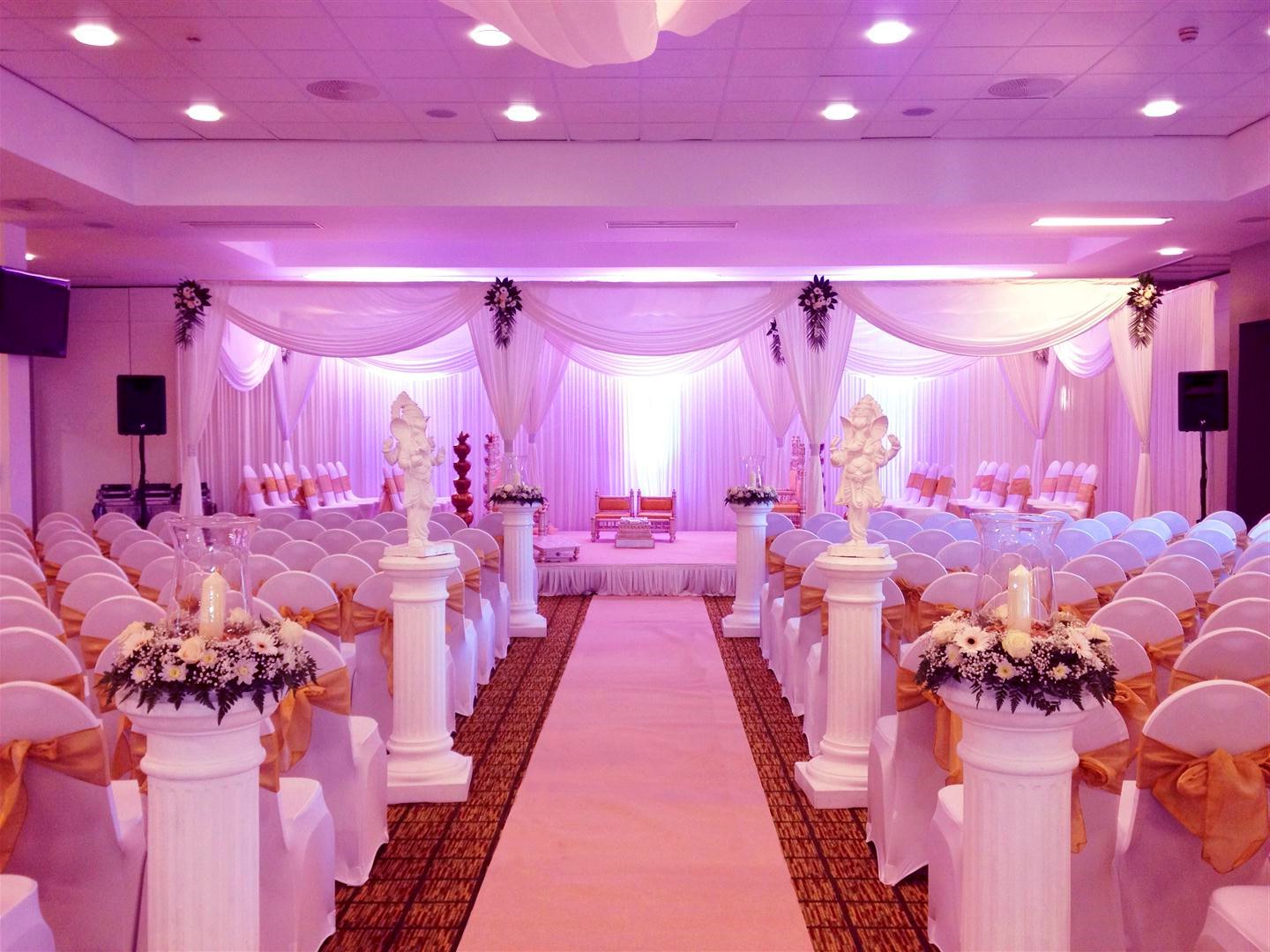 Marvelous purple wedding decoration all about wedding for Wedding banquet decorations