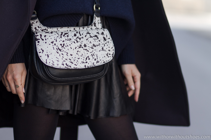 4e9d87cd8 Las faldas también son para el frío: look cómodo con abrigo Balmain ...