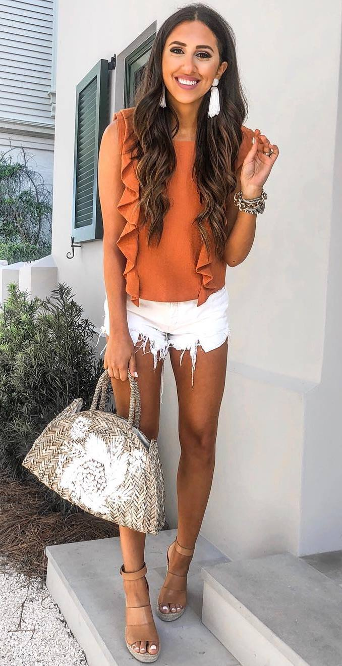 best outfit idea with a round bag for this summer