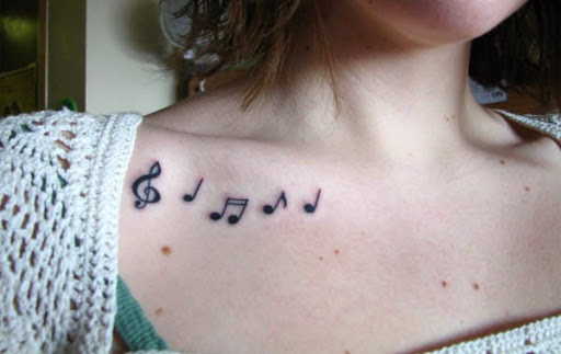 Nota Musical Pequenas Tatuagens para a Menina por Trás do Peito