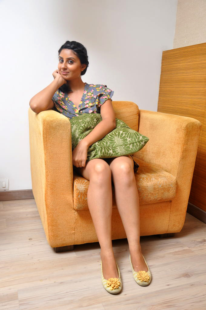Tamil actress sexy legs and thighs