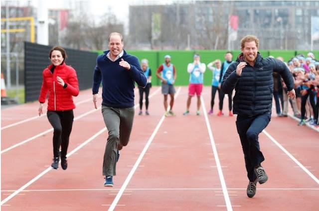 O príncipe William, Kate Middleton e o príncipe Harry participaram de uma corrida de revezamento para a caridade Heads Together em 2017