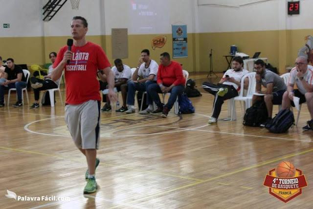 Francês Virgil Lopez comandou clínica [Divulgação Torneio de Franca]