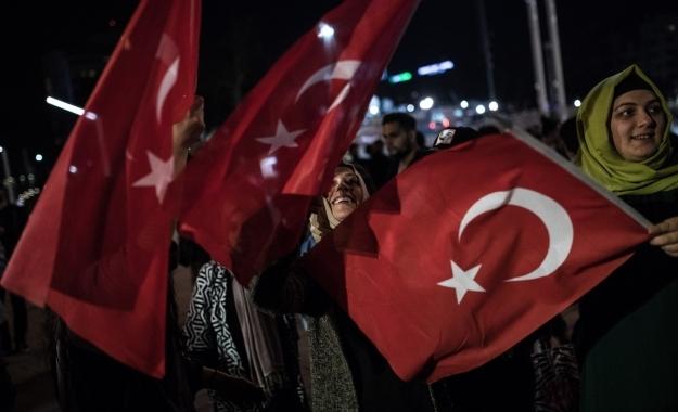 Guardian: «Σουλτανάτο» η Τουρκία εν μέσω φόβων για νέο κύμα προσφύγων προς ΕΕ