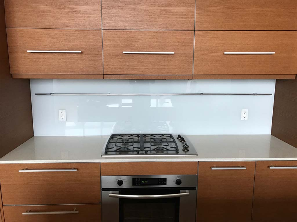 glass backsplash kithen