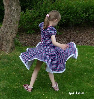 Sommerwunderkleid aus Cherry Dots