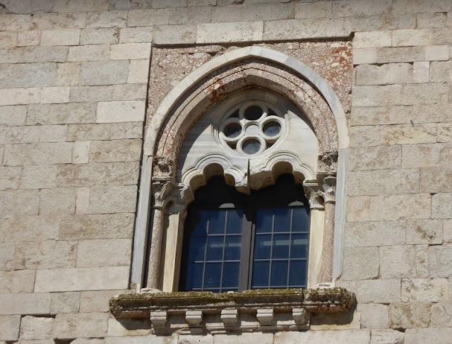 Finestra di Castel del Monte