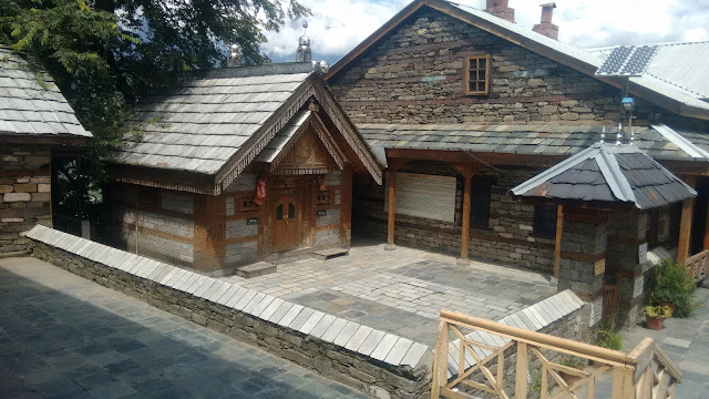 This temple is excellent example of the craftsmenship of ancient kullu