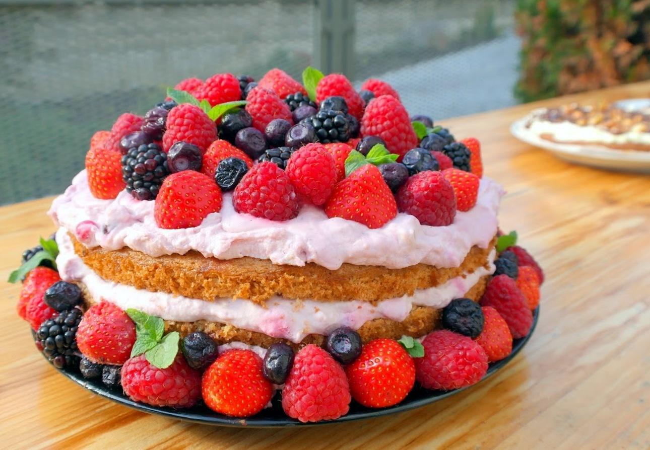 lehký dort k narozeninám Smooth and cooking : LEHOUČKÝ OVOCNÝ DORT Z MASCARPONE A S LESNÍMI  lehký dort k narozeninám